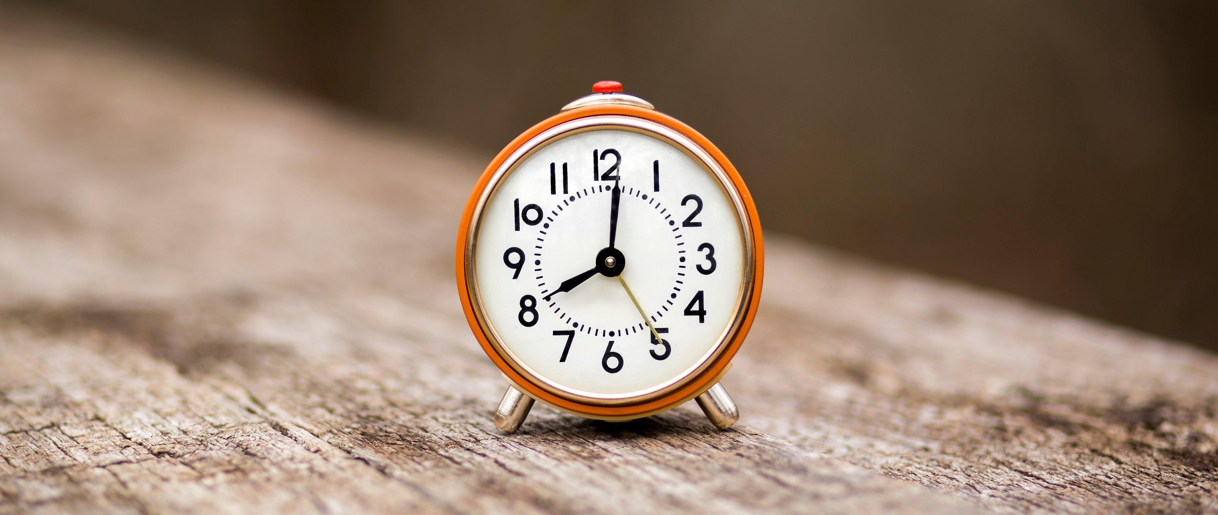 alarm-clock-banner-DJ8R59X
