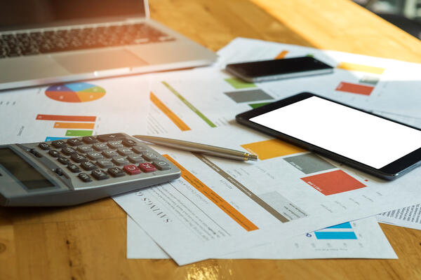 business-accessories-laptop-calculator-tablet-P87Q7SA